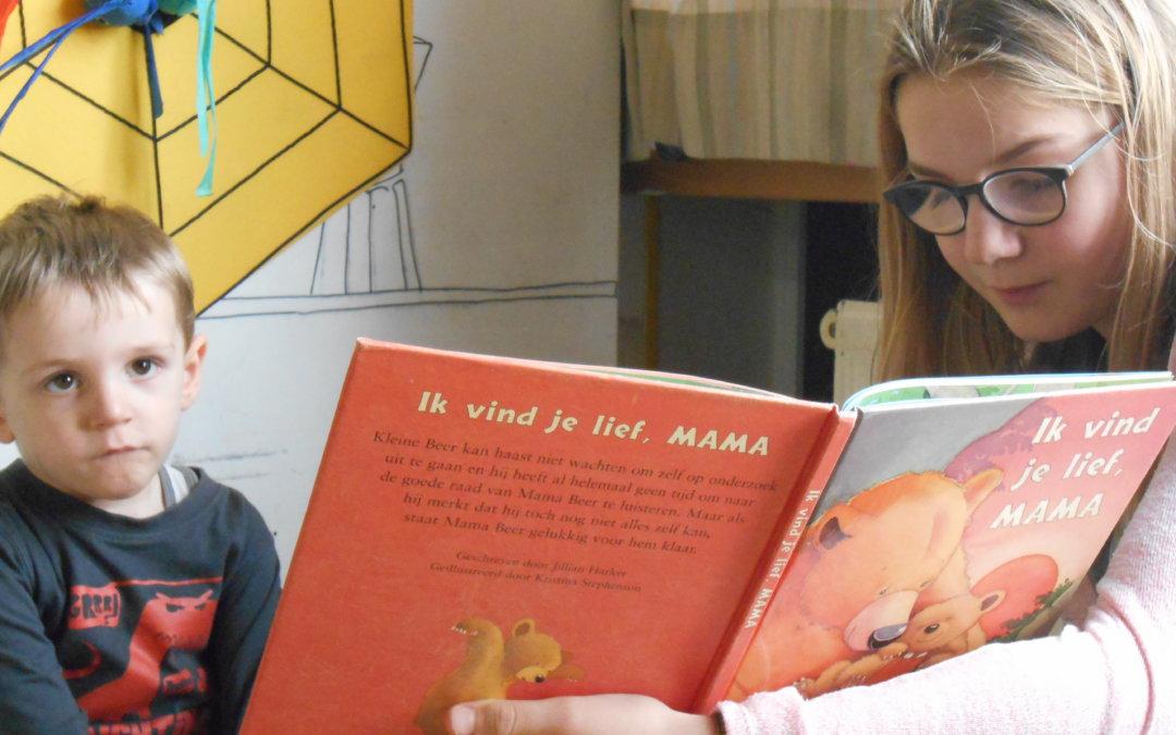 Gezellig voorlezen bij de kleuters